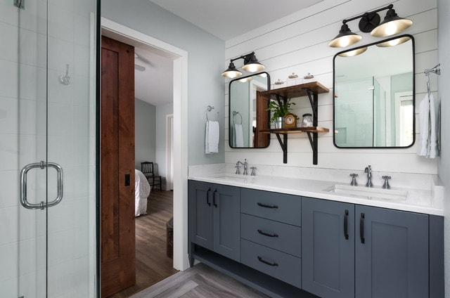 Bathroom - mid-sized farmhouse master gray floor bathroom idea in Portland with shaker cabinets, gray cabinets, an undermount sink, quartz countertops and white walls