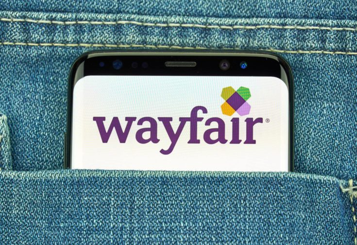 Wayfair android app and logo on Samsung s8 screen