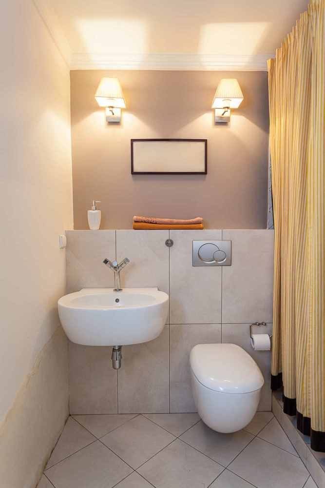 Vintage mansion - a small water closet with a sink