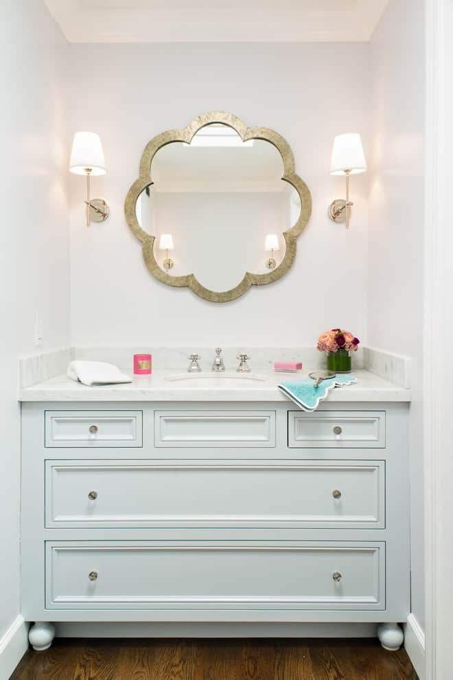 Example of a transitional kids' bathroom design in San Francisco